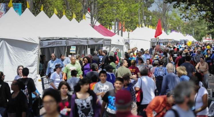 Festival_Crowd_2014-824x452
